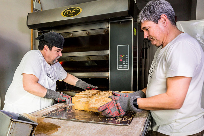 cocineros cocinando comida ororojocomunicacion