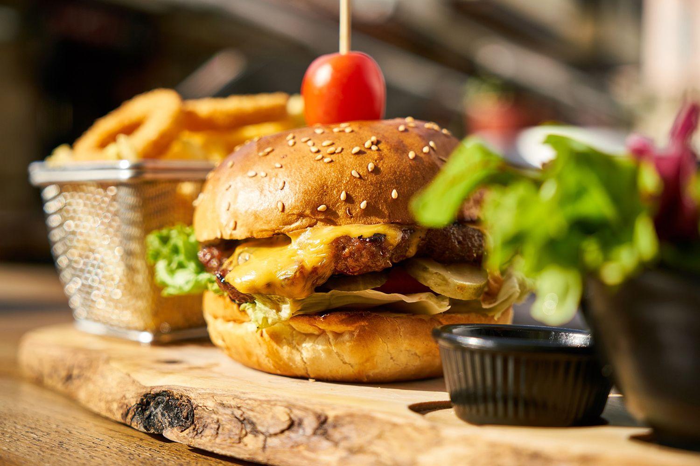 fotografía profesional foodstyling de hamburguesa, copywrtiting gastronómico